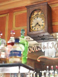 Horloge du Polidor, restaurant pas cher et historique de Paris