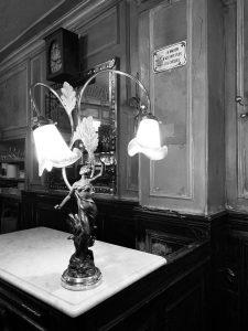Lampe du Polidor restaurant pas cher Paris